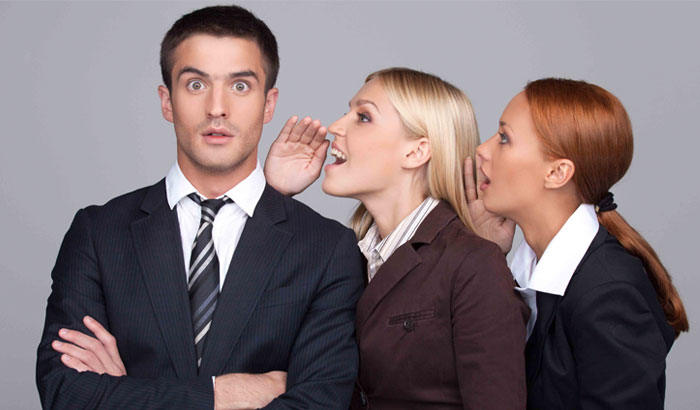 Te gusta el chisme? Ser chismoso no es un defecto sino una virtud social |  60 Minutos